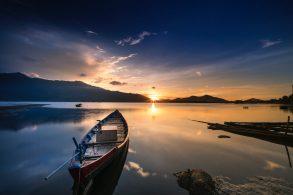 empty-gray-canoe-boat-near-shore-during-golden-hour-2132008-scaled-1.jpg
